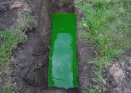 Fekalijomis užterštas vanduo, įpylus specialių dažų, pakeitė spalvą