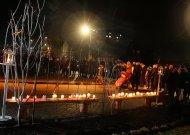 Gausiai susirinkusieji prie Jurbarko kultūros centro pagerbė laisvės gynėjų aukas  (NUOTRAUKOS)