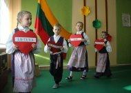 Lietuvą su Vasario 16-ąja sveikino ne tik darželinukai, bet uždainavo ir auklėtojos  (video)