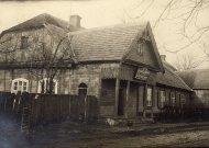 """""""Saulės"""" gimnazija veikė ir šiame Jurbarko Dragūnų klubo pastate."""