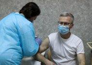 Švietimo įstaigų darbuotojus ir abiturientus kviečia vakcinuotis, bet skiepas – tik po senjorų