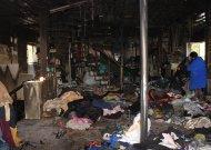 Nukentėjusi nuo gaisro parduotuvė už auką dalina prekes